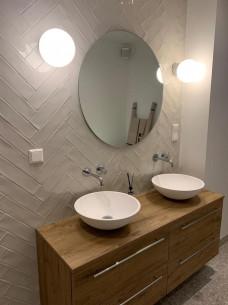 Ronde spiegel + meubel met waskommen