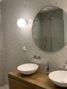 Badkamer spiegel rond dubbele waskom